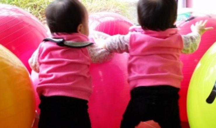 kabeyama_baby-yoga_twin